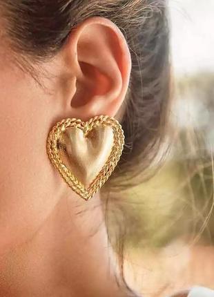 Тренд серьги объемные сердце пусеты под золото сережки золотистые ретро винтаж кульчики