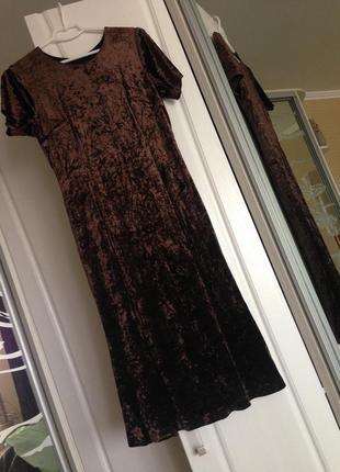Актуальное бархатное платье на подкладке