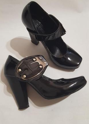 Оригинальные кожаные лаковые туфли grado