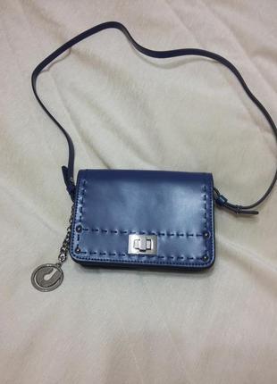 Новая красивая кожаная сумочка charles jourdan