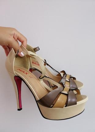 Босоножки бежевые коричневые на каблуке