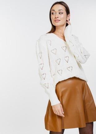 Ажурный вязаный пуловер с сердечками