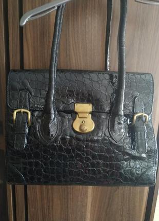 Черная лаковая сумка с принтом кожи крокодила от van dal