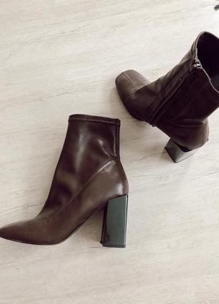Трендовые шоколадные ботинки