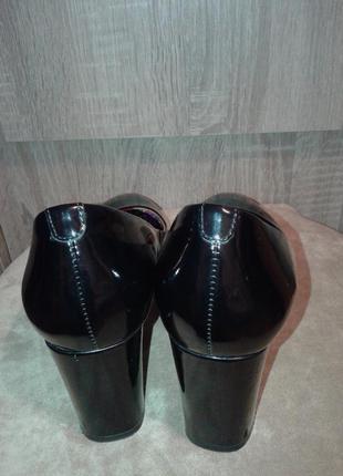 Кожаные лаковые туфли на каблуке, классика