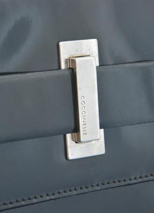 Coccinelle. италия. черная элегантная лаконичная сумка, лаковая кожа