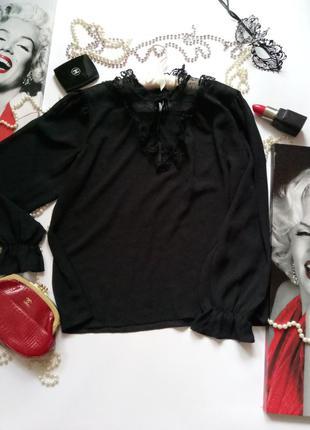 Эффектная шифоновая блуза с кружевом