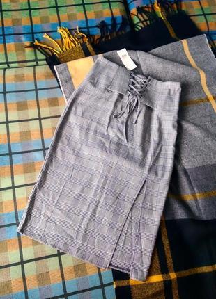 Новая юбка в клетку на высокой посадке прямого кроя с вырезом и завязками miss selfridge