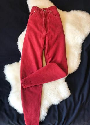 Шикарные красные мом джинсы на высокой посадке