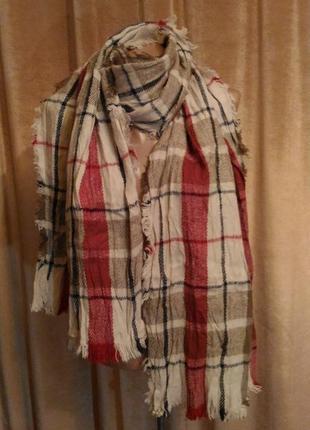 Тёплый шерстяной объёмный шарф в клетку