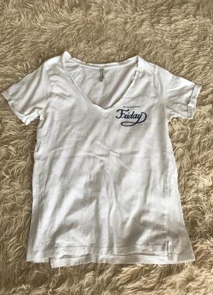 Белая футболка stradivarius