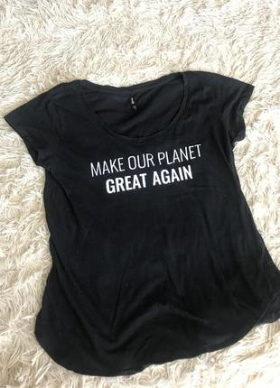 Черная футболка sinsay
