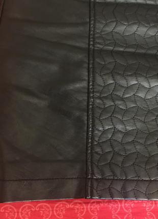 Стильная мини-юбка черного цвета