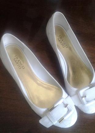 Оригинальные белые лаковые туфельки franco sarfo