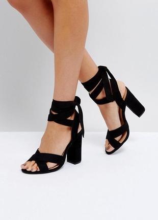 Босоножки чёрные на каблуке завязки на щиколотке