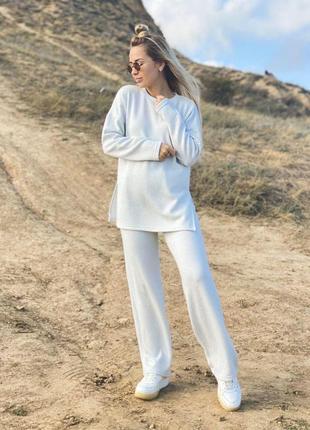 Белый костюм с добавлением люрекса
