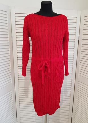 Красное вязаное платье миди