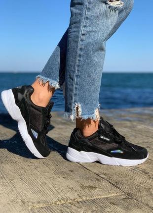 Новые женские чёрные кроссовки adidas falcon чёрные с белой подошвой