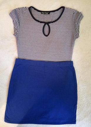 Обтягивающая укороченая футболка(топ) в сине-белую полоску. секси вырез на груди(декольте)
