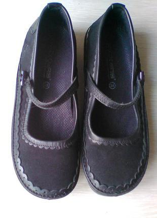 Кожаные туфли kickers