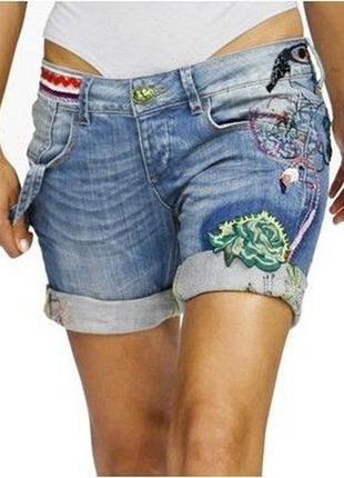 Джинсовые шорты с вышивкой desigual