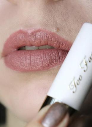 Матовая помада для губ too faced