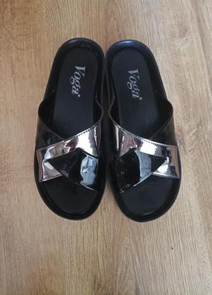 Шльопанці шлепки сандалі
