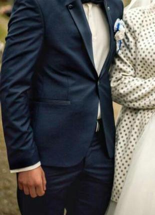 Чоловічий костюм,48 розмір