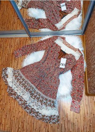 Платье миди бежевое пудровое в цветочный принт плиссе с рукавами от зара zara