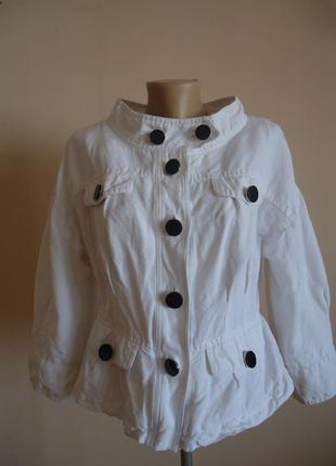 Куртка пиджак/жакет белая с крупными черными пуговицами по типу шанель