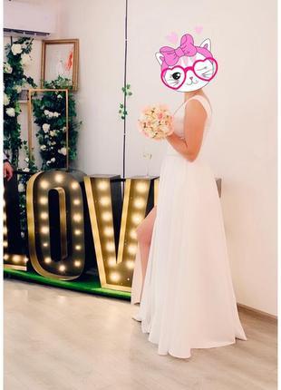 Продам очень красивое атласное свадебное платье