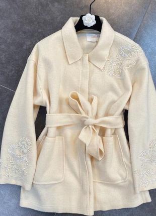 Красивая теплая рубашка с бисером узором
