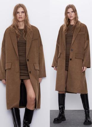 Классное осеннее пальто zara свободного кроя цвета кэмэл