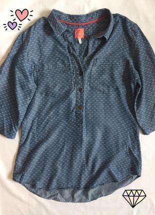 Блузка с усиками под джинс