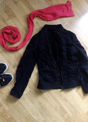 Джинсовая чёрная куртка mango