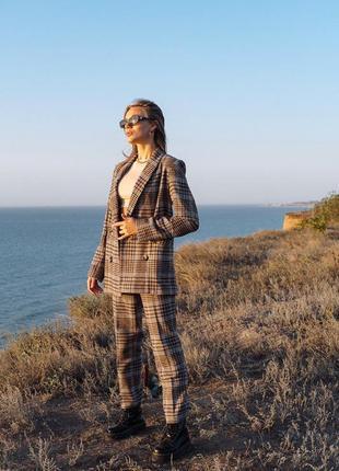 Шерстяной теплый брючный костюм в клетку брюки и пиджак