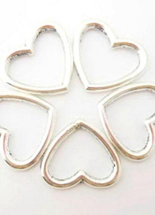 Подвеска сердце серебристая, среднего размера (2.7 см). для рукоделия