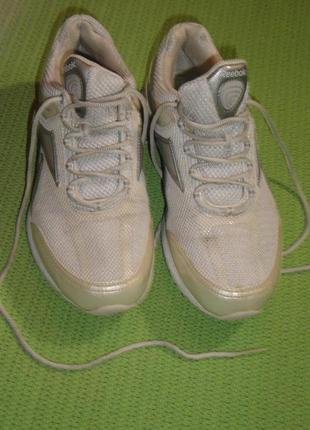 Женские кроссовки размер 40, по стельке 26 см.