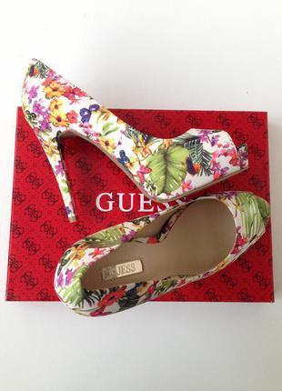 Туфли с цветочным принтом guess, 37 размер