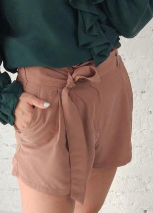 Пудровые шорты с пояском  h&m