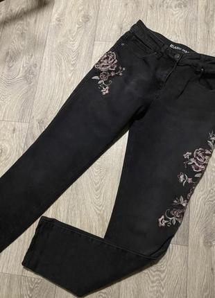 Отличные джинсы с вышивкой