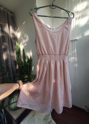 Нюдовое платье с перфорацией