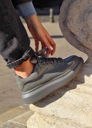 Alexander mcqueen grey patent premium женские кроссовки наложенный платёж купить