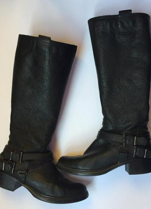 Круті чорні чоботи. made in romania. стелька 25 см. каблук- 4 см.