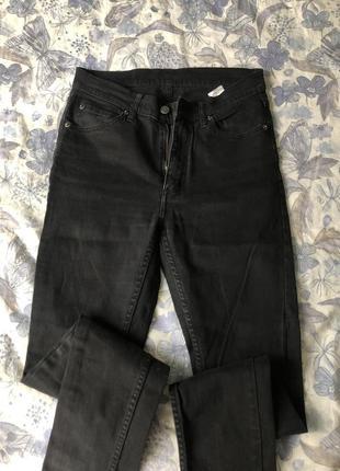 Плотные четные джинсы скини