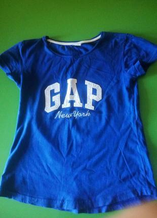 Футболка с надписью gap