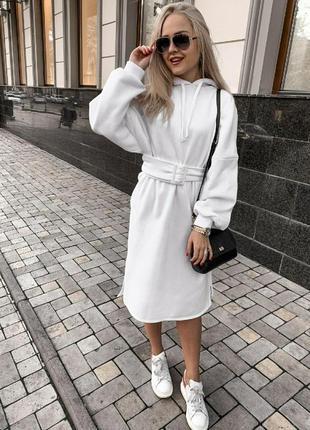 Теплое платье с капюшоном  свободного кроя