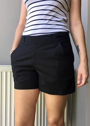 Класные юбка-шорты черного цвета.