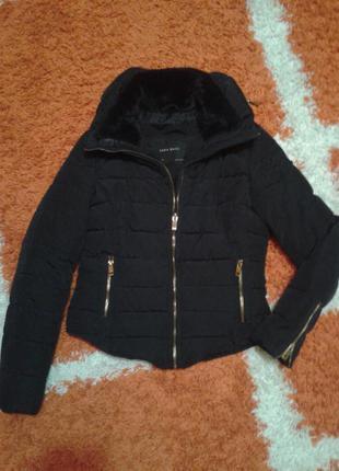 Теплая деми куртка zara с замочками