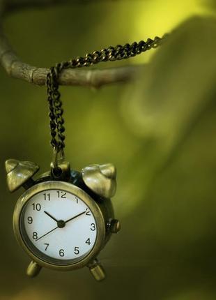 Кулон с часами будильник